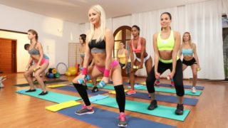 FitnessRooms – Threesome With Young Gym Babes – Cayla Lyons – Sarah Kay